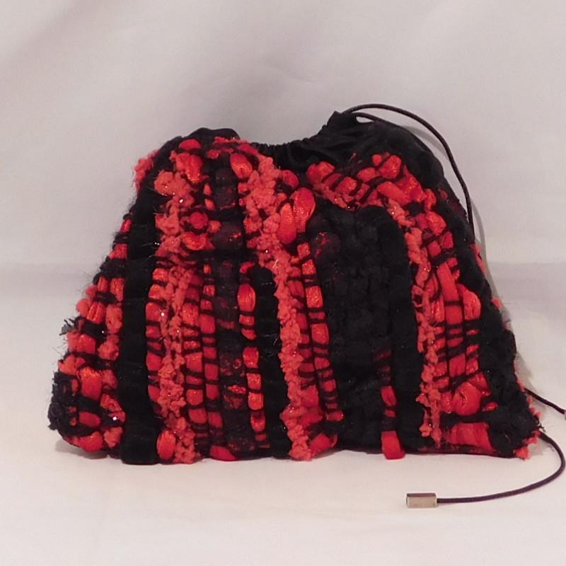 petit sac façon bourse pour le soir. UN tissage de dentelle, velours frappé, laine...