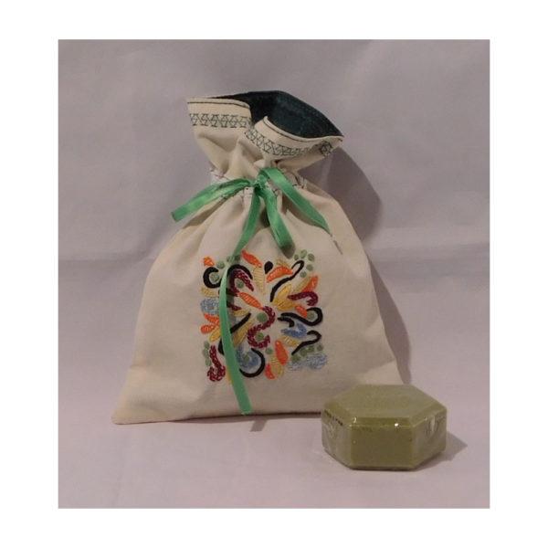 Détail du sac avec un savon