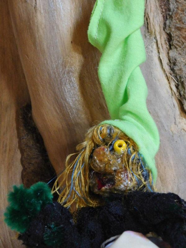 détail de la tête de la Vertacolutine au bonnet vert
