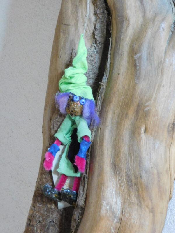 Petit Vertacolutin au bonnet vert et ceinture noire