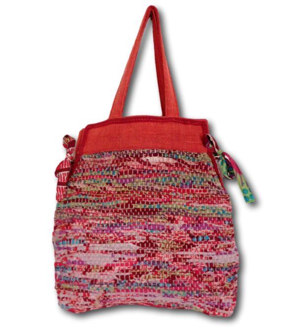Sac cabas en tissage de lirette et tissu. C'est un sac d'été facile à porter